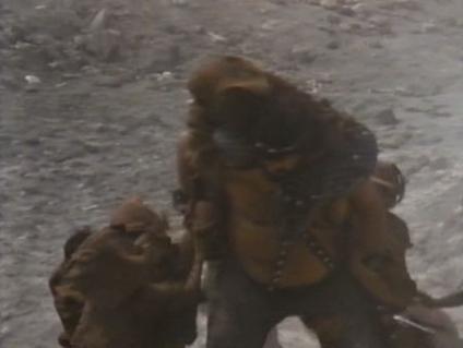 ...ni el segundo al mando, cuyo duelo con el compañero de Stryker queda pendiente...